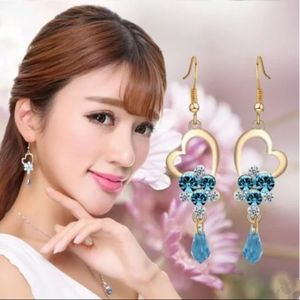 Jewelry - 🎀Heart Shaped Crystals earrings.